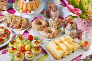 depositphotos_96086200-stock-photo-traditional-easter-breakfast-on-festive